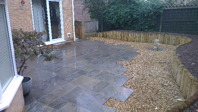 Indian Sandstone Paving (Borderstone Twilight) with Gravel Boarder