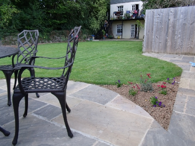 Circular 'Dartmoor Gray' Sandstone Patio.